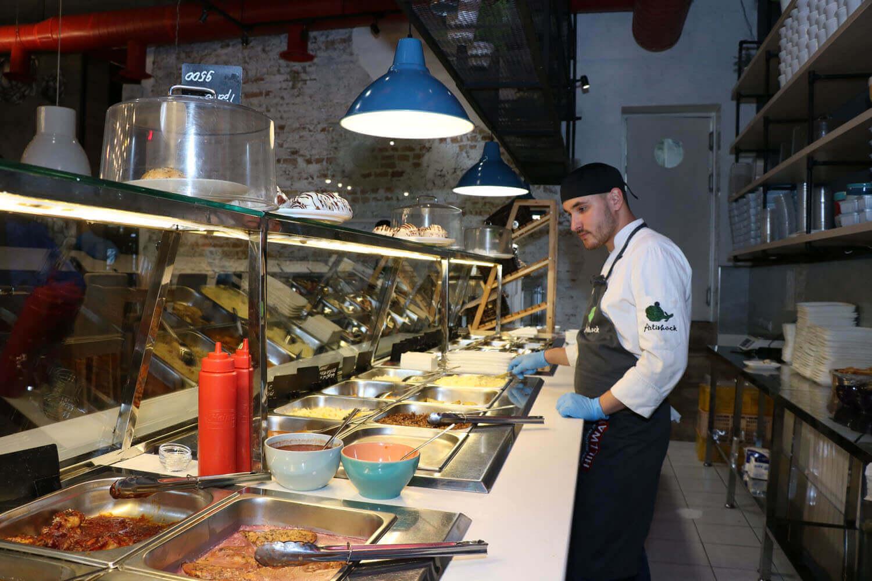 Компания ООО «AVS AGRO VATANPARVAR» поставила в ресторан «АРТИШОК» линию раздачи питания